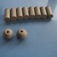A blog about handmade ceramic beads made by artists.