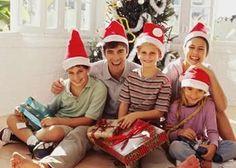 A época mais gostosa do ano chegou! É o Natal! Tempo de celebrar as coisas boas da vida e agradecer por tudo que o ano trouxe. Celebre o dia do amor e da família. #mensagenscomamor #natal #mensagens #finaldeano #festas #celebrações #família