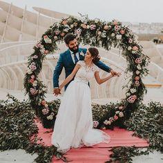 Yo siempre bailaría contigo   Decoración @la_buganvilla_arte_floral  Mesa Dulce @aquarelacakes  Catering @manololeonrestaurantes  Maquillaje @ireneromero.es  Música @nubiabodasymusica  . #arquitecturasevilla #weddingsetas #weddinginspiration #weddingphotography #photographerwedding #bohowedding #vintagewedding #bodaenlassetas #metrosolparasol