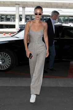 Discover the details that make the difference to the best street style, . - Discover the details that make the difference to the best street style, unique people with a lot of - Bella Hadid Outfits, Bella Hadid Style, Best Street Style, Model Street Style, Mrs Bella, Estilo Jackie Kennedy, Style Personnel, Quoi Porter, Street Looks