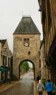 Poort van het Bourgondische dorpje Noyers.