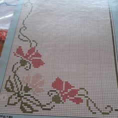 Angolo fiorito Chicken Scratch, Cross Stitch Borders, Filet Crochet, Cross Stitch Embroidery, Hand Stitching, Pixel Art, Clip Art, Diy Crafts, Knitting