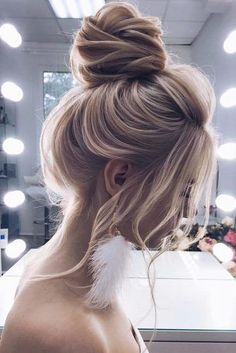 Simple Blonde High Buns See our collection of elegant prom hair upd. - Simple Blonde High Buns See our collection of elegant prom hair updos as this importan - Wedding Hairstyles For Long Hair, Braided Hairstyles, Cool Hairstyles, Hairstyles Haircuts, Headband Hairstyles, Drawn Hairstyles, Hairstyle Ideas, Evening Hairstyles, Simple Hair Updos