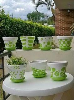 10 Good Ideas to inspire the week - Diy Garden Art ideas Flower Pot Art, Flower Pot Design, Flower Pot Crafts, Clay Pot Crafts, Painted Plant Pots, Painted Flower Pots, Paint Garden Pots, Garden Planters, Pots D'argile