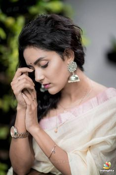 Indian Photoshoot, Couple Photoshoot Poses, Saree Photoshoot, Indian Actress Hot Pics, Tamil Actress Photos, Beautiful Indian Actress, Gals Photos, Beautiful Girl In India, Cute Girl Photo