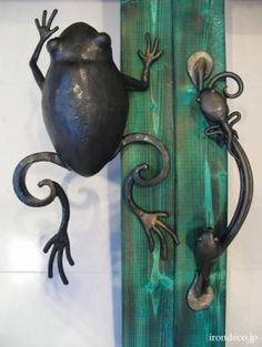 frog and tad pole door handle. whimsical!~