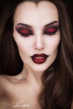 """If you are thinking about dressing up for Halloween this year and need some inspiration then take a look at these rather scary Halloween and horror makeup ideas. <a class=""""g1-link g1-link-more"""" href=""""http://thatlooksfab.com/halloween-and-horror-makeup-ideas-part-4/"""">More</a>"""