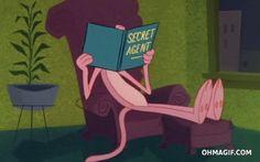 La Pantera Rosa leyendo un libro