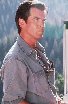 Pierce Brosnan in Dante's Peak Beautiful Celebrities, Gorgeous Men, Beautiful People, Male Celebrities, Pierce Brosnan, Magazine Pictures, Richard Gere, Hollywood, Handsome Actors