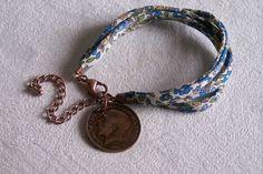 Bracelet en tissu Liberty fleuri et pièce 1/2 penny anglais George V 1915 de la boutique OthersJewels sur Etsy