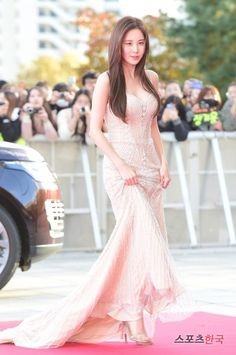 GIRLS GENERATION, the best source for photography, media, news and all things related to the girl group Girls' Generation. Seohyun, Korean Beauty, Asian Beauty, Party Wear Dresses, Formal Dresses, Long Dresses, Famous Girls, Palvin, Beautiful Asian Girls