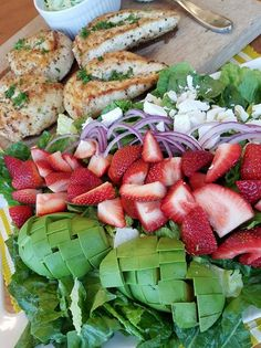 California Cobb Strawberry Salad with Lemon Pepper Chicken and Homemade Avocado Ranch Dressing - Clean Food Crush Clean Eating Recipes, Healthy Eating, Cooking Recipes, Healthy Recipes, Healthy Dinners, Healthy Foods, Chicken Stuffed Peppers, Pepper Chicken, California Salad