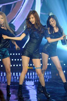 SNSD Seohyun Tiffany Hyoyeon The Boys