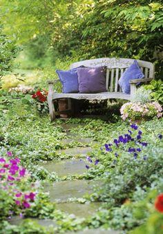 banc d'extérieur en bois clair, coussins d'extérieur