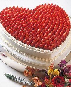 苺のウェディングケーキ : フルーツ主役のウェディングケーキのデザイン&アイディア画像集【イチゴ・ベリー・マスカット】 - NAVER まとめ