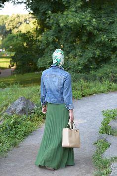 Green Pleated Maxi Skirt-Summer Style-Denim Jacket-Haute Hijab Scarf-Hijabi-Fashion Blogger-Central Park-Summer in NYC Fashion-Kate Spade Handbag-Modest Fashion