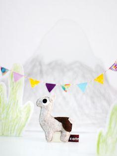 Alma das kleine Lama - 100% Wollfilz van catmade op DaWanda.com