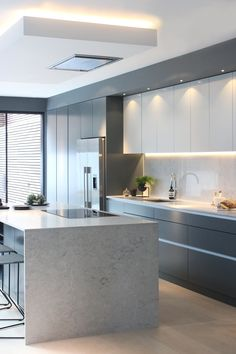 Bespoke lacquer kitchen in Farrow + Ball Downpipe and Pavillion Grey by VEVES Modern Grey Kitchen, Grey Kitchen Designs, Contemporary Kitchen Cabinets, Modern Kitchen Interiors, Luxury Kitchen Design, Kitchen Room Design, Contemporary Kitchen Design, Minimalist Kitchen, Home Decor Kitchen