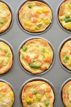 These mini chicken pot pies are SO EASY with only 4 ingredients! Such a fun and … These mini chicken pot pies are SO EASY with only 4 ingredients! Such a fun and delicious 30 minute meal idea when you have a craving for comfort food! Easy Pie Recipes, Muffin Tin Recipes, Baby Food Recipes, Cooking Recipes, Easy Pot Pie Recipe, Muffin Tin Meals, Toddler Chicken Recipes, Heb Recipes, Kraft Recipes