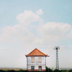 ". . The house that always says: ""Speak to my agent!"" 🏠🙅🏻 . #sejkko_lonelyhouses . ."