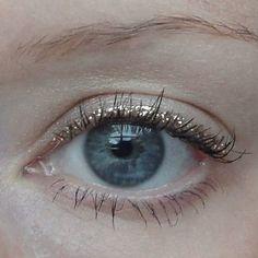 Delicate and feminine glittery eyeliner! ✨ #limedrop #beauty #inspo