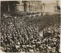 Australian and New Zealand soldiers marching to Westminster Abbey to commemorate the first Anzac Day, London, 25 April 1916 | Flickr - Photo Sharing!