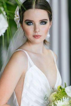 This striking eye #makeup leads to a super stylish bridal #beauty look! | Photography By: Sweet Pea Photography | WedLuxe Magazine | #WedLuxe #Wedding #luxury #weddinginspiration #luxurywedding