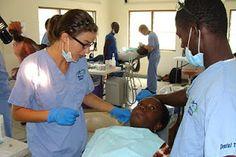 """"""" Tandheelkundige hulp is ook in vele delen van West Afrika bijna niet beschikbaar en indien beschikbaar onbetaalbaar voor de bevolking. Dit gebrek aan tandverzorging en een slechte mondhygiëne leiden tot ontstoken of rottende tanden, of zelfs tot de ontwikkeling van noma, een vorm van gangreen van de binnenkant van de mond die kan uitbreiden naar de rest van het gezicht.""""  -Luc Dekesel, Mercy Ships"""