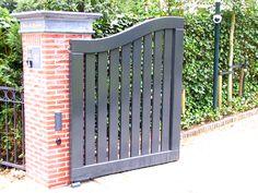 Stalen toegangspoort door Pako. Metal entrance gate by Pako