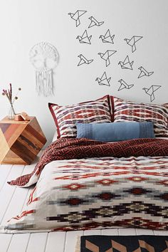 Items similar to Origami vliegen vogels muur sticker - gevouwen papier decor - geometrische wallsticker ontwerp - boho inspo 2051_ on Etsy