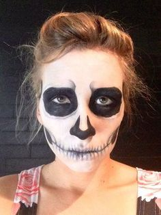 You can also add brows.  And you're done ! Let's go scare your friends !