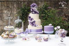 #Hochzeit #Hochzeitstorte #Lavendel #SweetTable #Candybar #Schnabulerie  Dessert Tisch in Lavendeltönen mit Mini-Törtchen, Cupcakes ,Cupcakes und Cake Pops.
