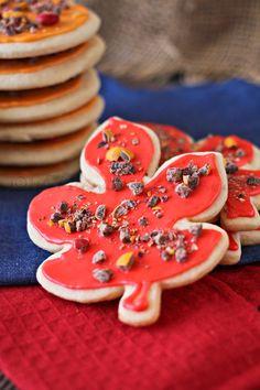 Fall Sugar Cookies, soft sugar cookies, sugar cookie recipe via @Gina @ Kleinworth & Co.