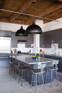 Contrasting, Comfy Industrial Style in Chicago