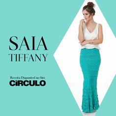 A Saia Tiffany é a escolha certa para compor um look arrasador! A peça produzida com Charme é super feminina e moderna, perfeita para todas as estações. Clique na foto para conferir a receita completa.