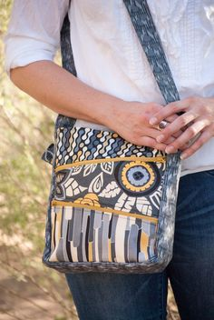 The Zippy Bag is a great bag to experiment with different combinations of fabric, or to showcase your favorite designers latest fabric collection!