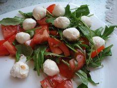 Salát s rukolou a cherry rajčátky