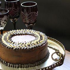 bolo três chocolates