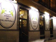 Discover the best bars in Madrid's literary neighbourhood of Barrio de Las Letras Madrid, Cool Bars, Ideas Para, The Best, The Neighbourhood, Spain, Good Things, Sierra, Temples
