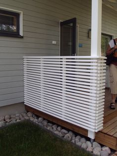 aita - Asuntomessut 2013 I guess we'll go for this at the terrace (although not my favorite - would love glass or iron made fence. Diy Privacy Screen, Patio Privacy, Outdoor Life, Outdoor Living, Outdoor Decor, Small Gardens, Outdoor Gardens, New Patio Ideas, Decks And Porches
