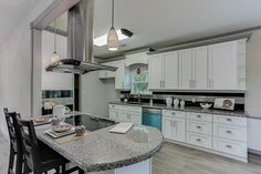 What are your thoughts on this kitchen? 107 Panorama Drive, Panorama Village, TX, 77304 - Photos, Videos & More!