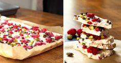 Jednoduché, zdravé a rýchle na prípravu! Mrazené jogurtové kúsky s pistáciami a kúskami ovocia. Dokonalá kombinácia krémového sladkého chrumkavého. Recept