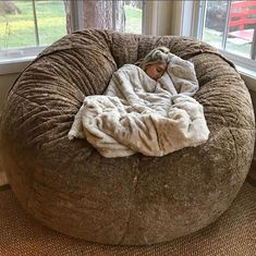 """LoveSac is a furniture company focusing in """"high-quality sacs, sectionals, and beanbags"""". Giant Bean Bags, Large Bean Bags, Ikea Chair, Diy Chair, My New Room, My Room, Dorm Room, Bean Bag Living Room, Bean Bag Bed"""