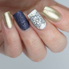 Sparkling combo of black and gold #nailart ##goldnails