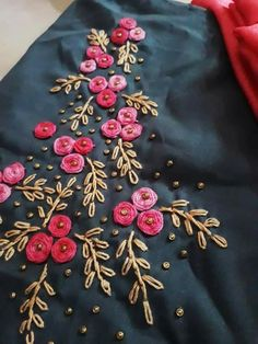 French knot number Spring jute project is complete Embroidery On Kurtis, Hand Embroidery Dress, Kurti Embroidery Design, Hand Embroidery Videos, Flower Embroidery Designs, Creative Embroidery, Simple Embroidery, Embroidery Fashion, Ribbon Embroidery