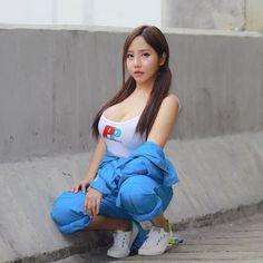 Pretty Asian, Girl Next Door, Beauty Women, Asian Beauty, Cute Girls, Asian Girl, Beautiful Women, Lady, Womens Fashion