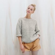 tricoter un pull au point mousse / patron gratuit pull / knitting pattern patterns de tricot de tejer di maglieria modelleri Sweater Knitting Patterns, Knitting Yarn, Knit Patterns, Knitting Sweaters, Hand Knitting, Point Mousse, Garter Stitch, Diy Crochet, Crochet Granny