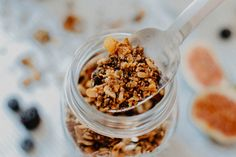 Gluten-free Granola with Maple Syrup - Oh La Latkes Vegan Granola, Gluten Free Granola, Chocolate Granola, Pumpkin Quinoa, Healthy Pumpkin, Lchf, Whole30, Real Food Recipes, Yummy Food