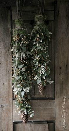 11 DIY Holiday Garland Decorating Ideas on a Budget DIY Girlande Ideen Noel Christmas, Rustic Christmas, Winter Christmas, Christmas Crafts, Christmas Budget, Christmas Garlands, Primitive Christmas, Green Christmas, Christmas Goodies
