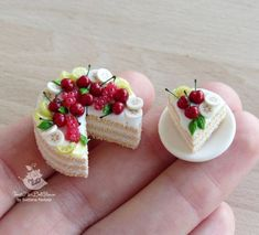 Miniature Cakes - Summer sponge with fruit in 1/12 scale